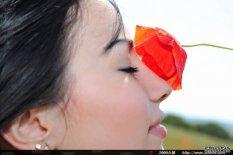 比花儿更娇艳的美模Melani