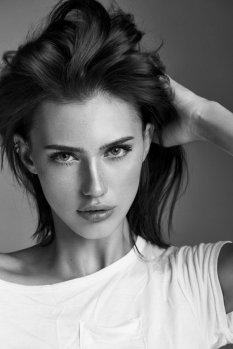 宁静且美艳的黑白模特