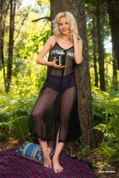 林中小憩模特Zarina