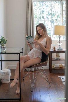 模特Kayte读书时间