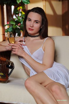 香槟美人如旧LOLA