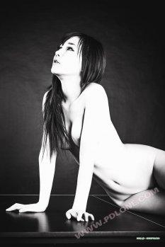 国模绮绮唯美室内摄影