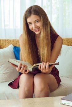 热衷阅读的女孩KAY