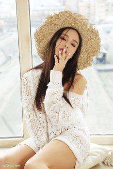 草帽女孩人体模特Astrid