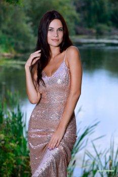 绿色湖边模特Martina
