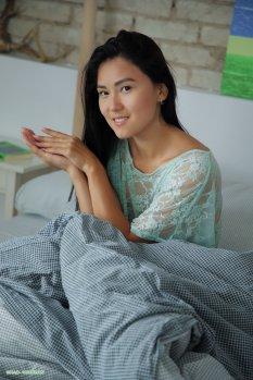 美梦初醒亚裔美女Kimiko