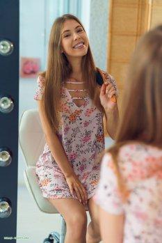 更衣室的模特儿Avery