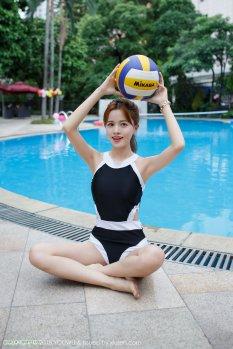 泳池佳丽小七